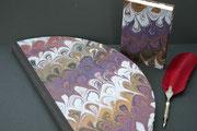 Rundes Buch in Venezianischem handgemachten Papier, Buchblock handgeschöpftes Büttenpapier Eifeltor Mühle, 80 Seiten, Durchmesser 45 cm. In seiner Form außergewöhnliche Buch ziert jede Gäste- Hochzeitstafel um Momente schriftlich festzuhalten. 198,00