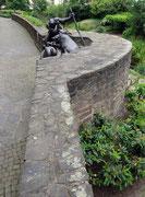 im Arkadenhof, die Verkeshirden-Skulptur