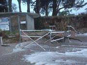 Le rack à kayaks tordu ... et beacoup de sable emporté