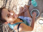 Carla prepara il fango per la modella