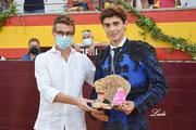 El Alcalde de Villacarrillo, Francisco Miralles entrega a Diego Bastos