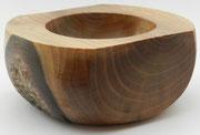 Schale 22: Nußbaum  Ø: 140mm, H: 70mm,  Wandstärke: 16/30 mm