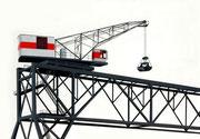Bild Nr. 9: Die Rheinhäfen in Basel unter dem gemeinsamen Titel «Die Schönheit der Technik»,  100x70   (Einer der beiden weit sichtbaren Kohlekrans im Birsfelder Hafen)
