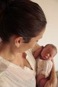 Emil bei Mama, 1 Tag alt