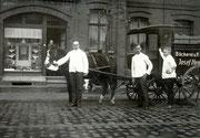 Brotlieferwagen der Bäckerei Josef Hennecker Körner Hellweg 70 -  Fotografie 1925