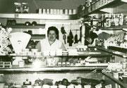Schlüterhof Liboristraße 32-54 Lebensmittelgeschäft Kürschner Frau Kürschner -  Fotografie 1969
