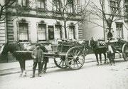 Körner Bauern transportieren Straßenschutt über den Körner-Hellweg -  Fotografie 1930