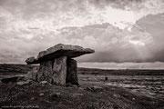 poulnabrone dolmen/ the burren