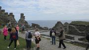 Dienstag: Von der Burgruine Tintagel sind nur mehr einige Mauerreste über.