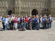 Freitag: Gruppenfoto vor die Kathedrale von Exeter.