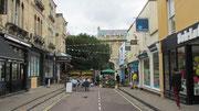 Sonntag: Spaziergang durch Clifton mit seinen Pubs und Straßencafes.