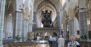 Freitag: Innenraum der gotischen Exeter Kathedrale.