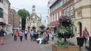Samstag: Spaziergang durch die Fußgängerzone von Chichester.