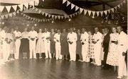 Tanzkreis beim Festball um 1950