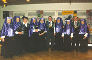 1998 singt das Chörli für König Thade Burch