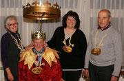 Geisslerversammlung 2010: Das erste gemeinsame Foto: Under Trudi Degelo, König Sepp Planzer, Näll Ruth Enz, Ober Sepp Zumstein