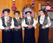 1992 zum 60 Jahr Jubiläum der Geissälplergesellschaft singen sie für König Walti Zünd und erhalten eine Blume