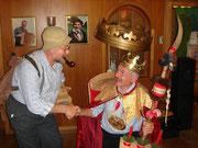 Geisskönig 2007: Der entthronte Geisskönig Hanspeter (2006) gratuliert dem frischgewählten König Bruno Burch