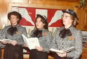 Erster Auftriit des Geisschörli 1984: Vreni Zumstein, Maria Halter, Alice Rossacher