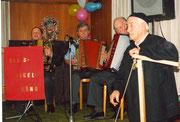 1988: Die Geissgadäband spielt ohne ihren Bandleader Kari Ming. Kari geniesst die Chilbi als König