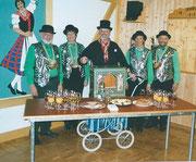 Die Beamten 2004: König Beni Burch, Under Doris Enz, Näll Veronika von Moos, Ober Hanspeter Schnider, begleitet von Örgelimaa von Moos Peter