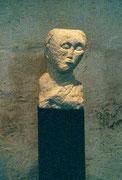 HOHE KÖPFE I.4 1987 Sandstein, Holz 130 cm