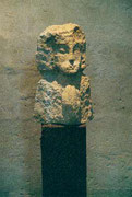 HOHE KÖPFE III.3 1995 Sandstein, Holz 160 cm