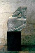 HOHE KÖPFE III.2 1995 Sandstein, Holz 160 cm