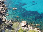 so türkis ist das Meer auf Ibiza