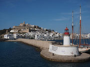 Blick vom Schiff auf die Festung