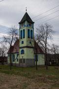 Die Kirche in Rybniste / CZ weicht doch schon vom üblichen Farbkonzepten von Gotteshäuser ab. 11.4.2012
