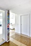 La colonna della gioia, 2010, mosaico in vetro e pietre naturali, 22 x 210 cm (Casa privata, Morbio Inferiore - CH)