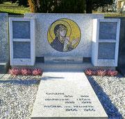 Madonna di Dafne (riprodotta dall'originale), 2012, mosaico in vetri e marmi, 65 cm (Cimitero di Rivera.Monteceneri, Svizzera)