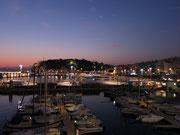 der Hafen von Nizza am Abend