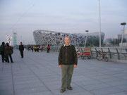 "Vor dem Olympiastadion, dem ""Vogelnest"""