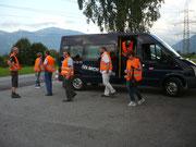 Mit dem von Paul Steiner gesponsorten Bus geht es zur Baustelle