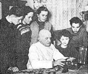 Alfred Helwig1956, 70 jährig mit Schülern