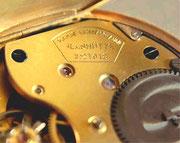 """Die Form der ersten Signatur der """"DUF"""" Taschenuhren"""
