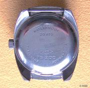 Die Bodenprägung mit 20 Atm (Bar) sichert eine Wasserdichtigkeit bis zu einer Tauchtiefe von 20 Meter zu.