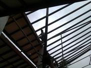 Die Dachkonstruktion von Restaurant wird erneuert