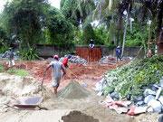 Das letzte Fundament für die Bungalows wird erstellt
