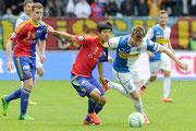 Izet Hajrovic (R, GCZ) gegen Joo Ho Park (L, Basel) und Fabian Frei (hinten, Basel)