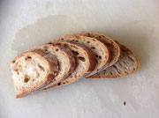 Brot schneiden, nicht zu dicke Scheiben