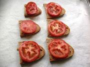mit Tomaten belegen /evtl. etwas salzen)