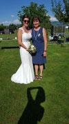 Brautkleid und  Etuikleid Bräutigammutter