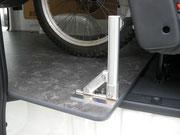 タイヤストッパーは六角レンチで自由自在。【ハイエース】【フロア】【床パネル】【パネル】【床】