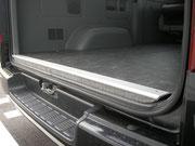 ハイエース 床貼り 床パネル フロアパネル 後部は補強+アルミ仕上げ