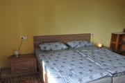 Großes Doppelbett 1,80m (breit)