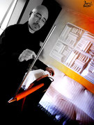 Víctor Estrada con el theremin