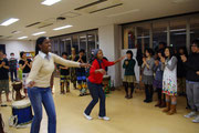 即興ルワンダダンスが始まった(大阪大学)